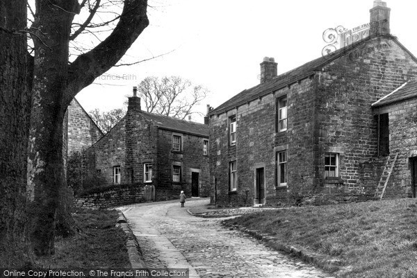 Photo of Middlesmoor, The Village c.1935
