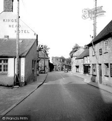 Milborne Port, The Kings Head Hotel 1953