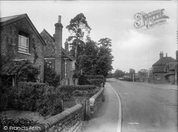 Milford, Portsmouth Road And The White Lion 1924