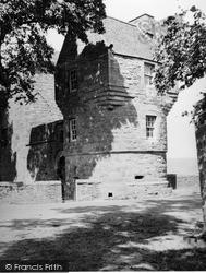 Burleigh Castle 1952, Milnathort