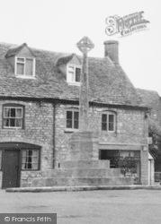 Minchinhampton, Memorial c.1955