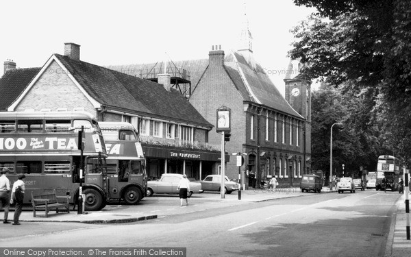 Old historical nostalgic pictures of mitcham in merton greater london yourlocalweb for Tooting broadway swimming pool