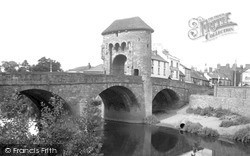 Monmouth, Monnow Bridge c.1940