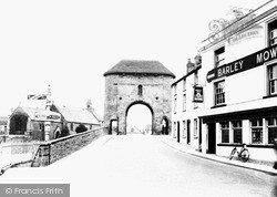 Monmouth, The Monnow Bridge Gate 1939