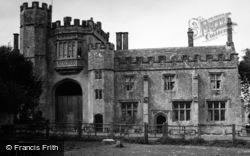 Priory 1952, Montacute