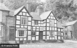 Montgomery, Old Houses, Arthur Street c.1939