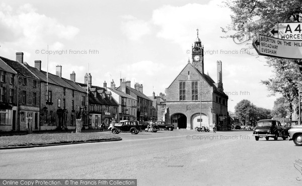 Photo of Moreton-In-Marsh, High Street c1950, ref. M244038