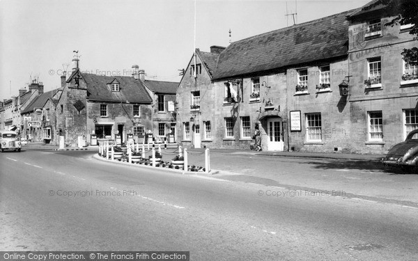 Moreton In Marsh The White Hart Hotel And Curfew Bell C