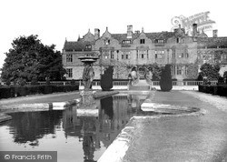 The Fountain c.1955, Moreton Paddox