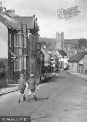 Boys In Court Street 1931, Moretonhampstead