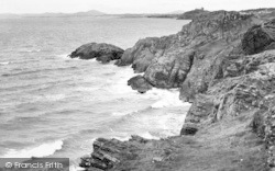 Morfa Bychan, Criccieth Castle From Black Rock c.1960