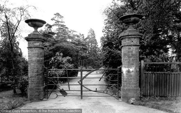 Moulton, Implement Gate c1955
