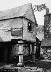 Mousehole, Keigwin Arms, The Porch 1893