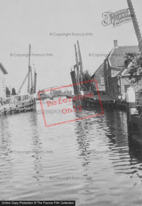 Photo of Muiden, Drawbridge c.1930