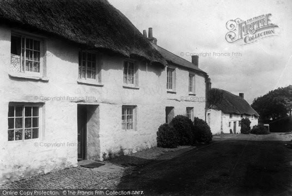Photo of Mullion, Old Cottages 1904