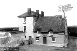 Mullion, The Old Inn 1904