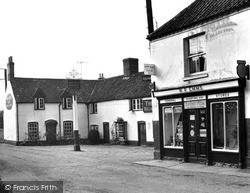 Mundford, The Stores And King's Head c.1960