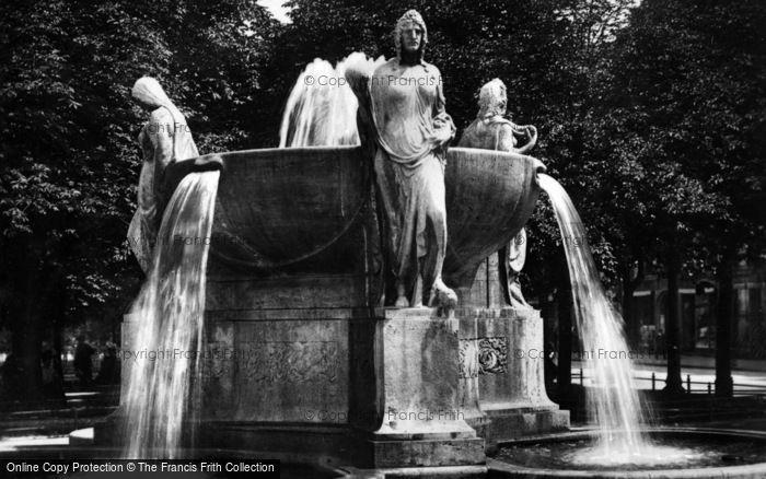 Photo of Munich, A Fountain c.1935