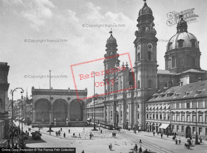 Photo of Munich, Odeonsplatz With Feldherrnhalle c.1935