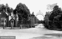 Nantwich, Entrance Gates To Dorfold Hall 1898