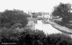 Napton On The Hill, The Oxford Canal And Lock Keepers Cottage c.1965