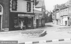 """Benson's"" At The Cross c.1965, Neston"