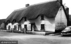 Netheravon, Thatched Cottages c.1965