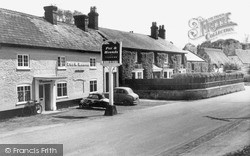 Netheravon, The Fox And Hounds c.1965