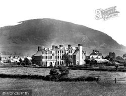 Nevern, Manhoron Arms Hotel 1933