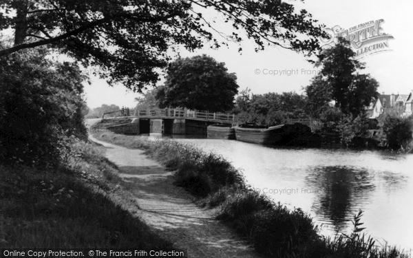 New Haw, the Bridge c1950