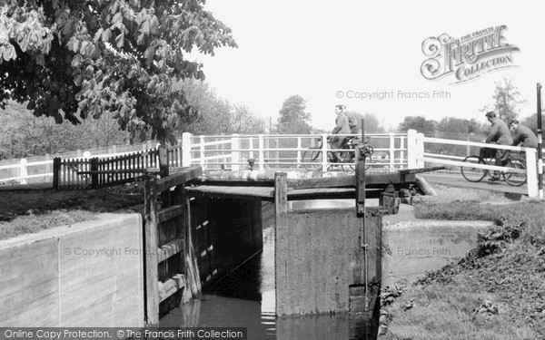 New Haw, Lock c1960