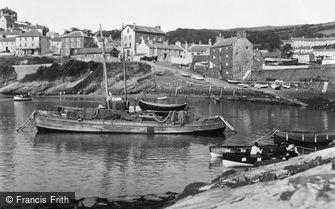New Quay, the Harbour c1933