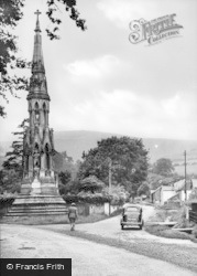 New Radnor, Water Street And Cornewall Monument c.1950