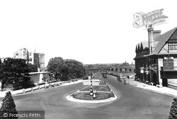 Newark-on-Trent, Great North Road And Castle c.1955