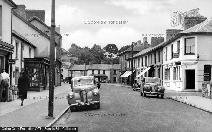 Photo of Newcastle Emlyn, Sycamore Street c.1960