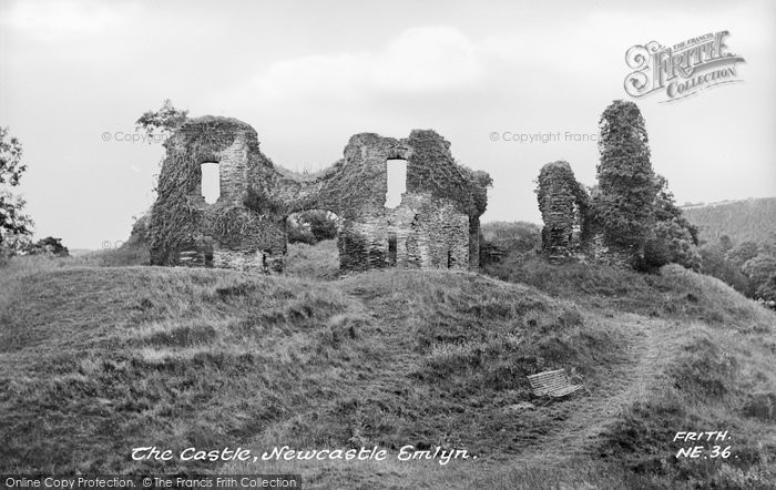 Photo of Newcastle Emlyn, The Castle c.1960
