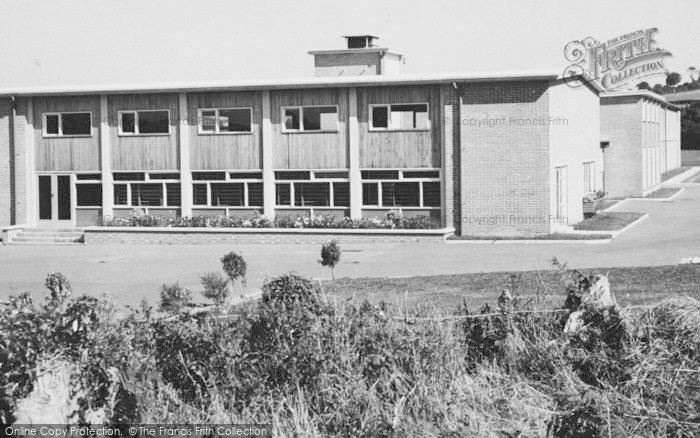 Photo of Newcastle Emlyn, The New School c.1960