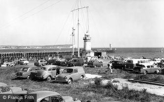 Newhaven, the Lighthouse c1960