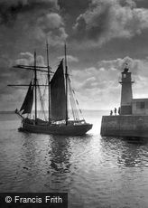 Newlyn, the Lighthouse 1920