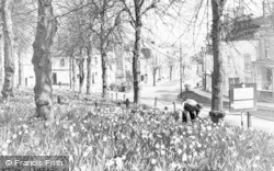 Newnham, The Daffodils, High Street c.1955