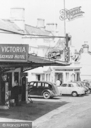 Newnham, Victoria Hotel, And Filling Station c.1960