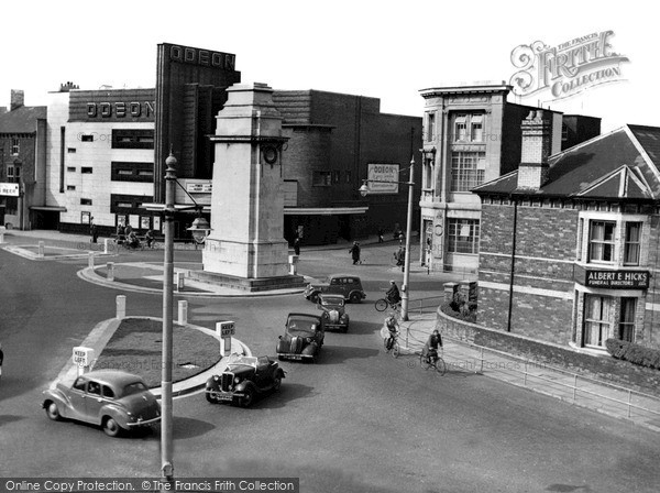 Photo of Newport, Cenotaph and Clarence Place c1955, ref. n25124