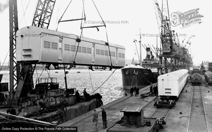 Photo of Newport, Floating Crane c1955, ref. n25181