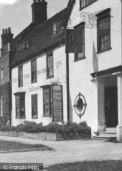 The Olde Vicarage Antiques 1932, Newport