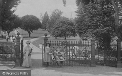 Newton Abbot, Courtenay Park Gates 1906