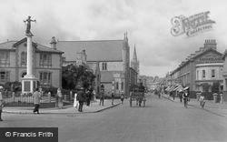 Newton Abbot, Queen Street And War Memorial 1922