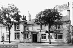 Newton-Le-Willows, The Oak Tree Hotel c.1960