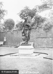 Newtown, Robert Owen's Statue And Park c.1955