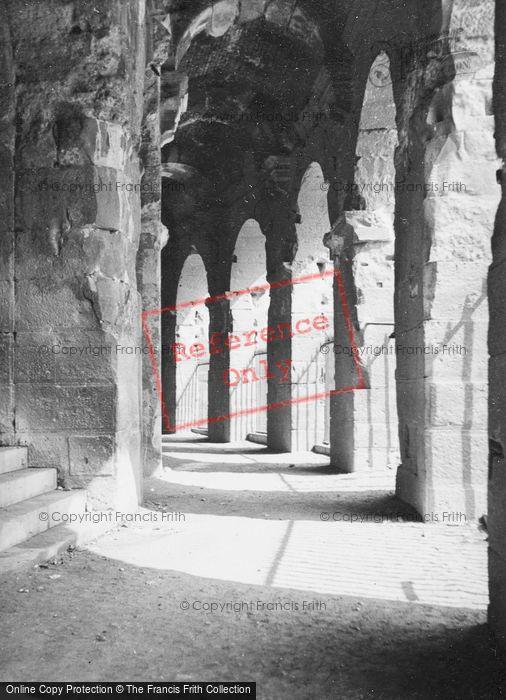 Photo of Nimes, Amphitheatre 1939