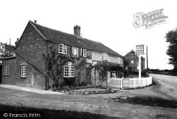 North Moreton, The Queen Victoria c.1950